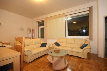 Gradac, Obývací pokoj v ubytování typu apartment, s klimatizací a WiFi.