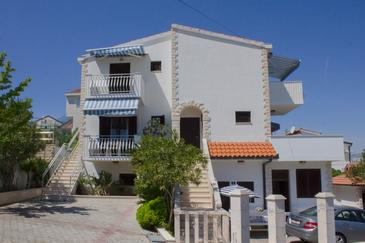 Arbanija, Čiovo, Property 13298 - Apartments near sea with pebble beach.