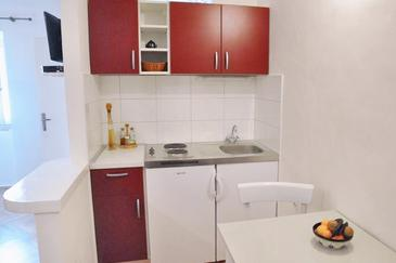 Lumbarda, Kitchen in the studio-apartment, WIFI.
