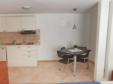 Cres, Dining room in the studio-apartment, (pet friendly) and WiFi.