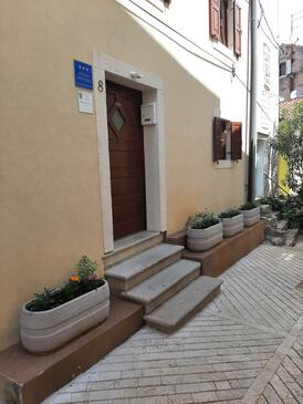 Cres, Cres, Property 13312 - Apartments near sea with pebble beach.