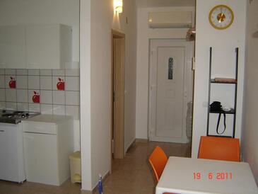 Brgulje, Jídelna v ubytování typu studio-apartment, WiFi.