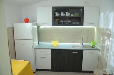 Vela Lozna, Kitchen in the house, (pet friendly).