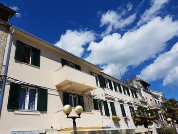 Kaštel Kambelovac, Kaštela, Obiekt 13349 - Apartamenty przy morzu ze żwirową plażą.