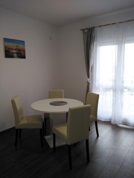Brodarica, Столовая в размещении типа apartment, доступный кондиционер и WiFi.