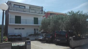 Brodarica, Šibenik, Объект 13371 - Апартаменты с галечным пляжем.