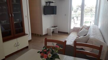 Bol, Living room in the apartment, air condition available and WiFi.