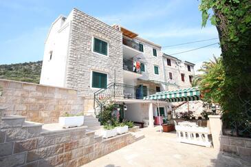 Bol, Brač, Obiekt 13413 - Apartamenty przy morzu ze żwirową plażą.