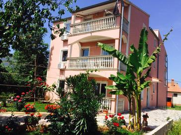 Valbandon, Fažana, Property 13429 - Apartments with pebble beach.