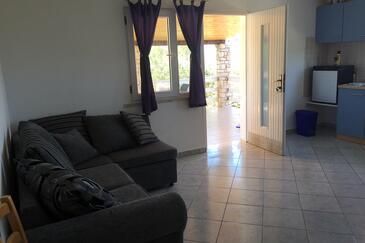 Stratinčica, Obývací pokoj v ubytování typu house, domácí mazlíčci povoleni.