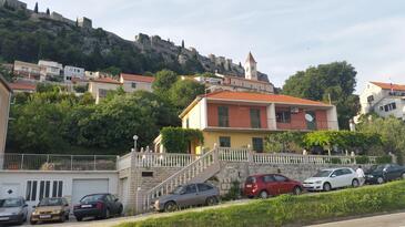Klis, Split, Property 13435 - Apartments with pebble beach.