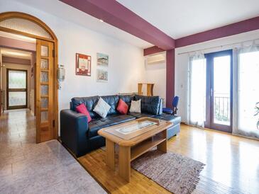 Kastav, Obývací pokoj v ubytování typu apartment, s klimatizací, domácí mazlíčci povoleni a WiFi.