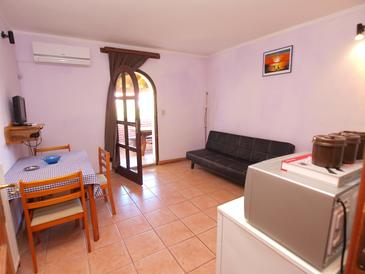Valbandon, Dining room in the apartment, (pet friendly) and WiFi.