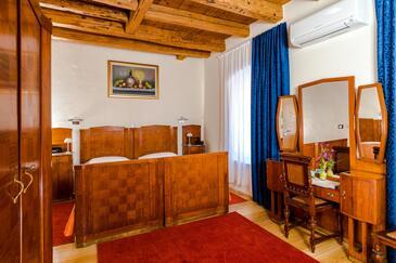Sumartin, Bedroom in the room, dostupna klima i WIFI.
