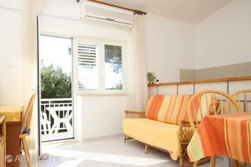 Lumbarda, Living room in the apartment, air condition available, (pet friendly) and WiFi.
