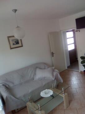Jelsa, Obývací pokoj v ubytování typu apartment, dostupna klima i WIFI.