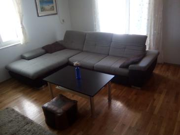 Jelsa, Obývacia izba v ubytovacej jednotke apartment, klimatizácia k dispozícii a WiFi.