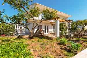 Apartments and rooms with parking space Jelsa (Hvar) - 13513