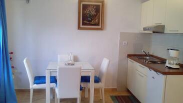 Drvenik Donja vala, Jídelna v ubytování typu studio-apartment, WiFi.