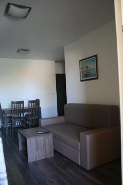 Punat, Obývací pokoj v ubytování typu apartment, s klimatizací, domácí mazlíčci povoleni a WiFi.