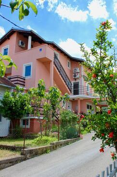 Bilice, Krka, Объект 13545 - Апартаменты с галечным пляжем.