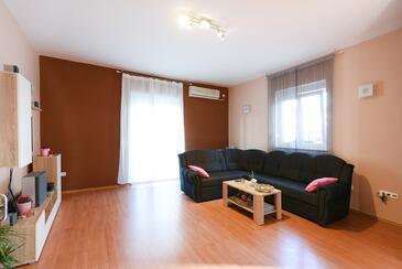 Zadar, Obývacia izba v ubytovacej jednotke apartment, dostupna klima i WIFI.