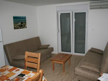 Vrboska, Living room in the apartment, air condition available and (pet friendly).