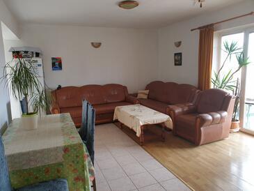 Krk, Obývací pokoj v ubytování typu apartment, domácí mazlíčci povoleni a WiFi.