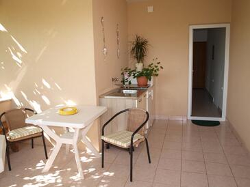 Krk, Kuchyně v ubytování typu room, domácí mazlíčci povoleni a WiFi.