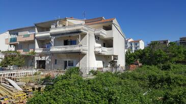 Podstrana, Split, Property 13555 - Apartments with pebble beach.