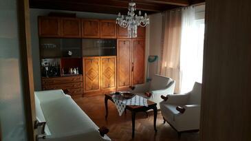 Kostrena, Obývací pokoj v ubytování typu apartment, dostupna klima, dopusteni kucni ljubimci i WIFI.