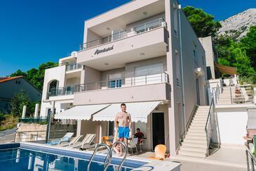 Brela, Makarska, Property 13592 - Apartments with pebble beach.