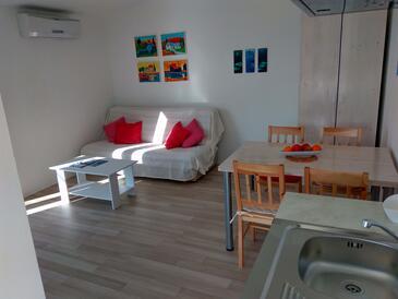 Bilo, Living room in the apartment, dostupna klima i WIFI.