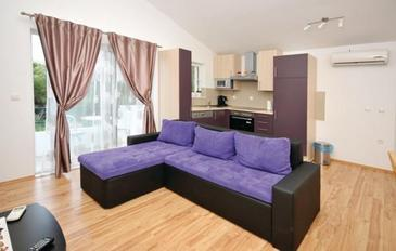 Marina, Living room in the apartment, dostupna klima i WIFI.