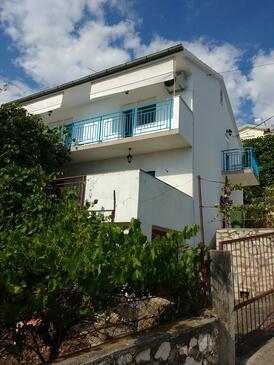 Trogir, Trogir, Alloggio 13623 - Appartamenti affitto vicino al mare con la spiaggia ghiaiosa.