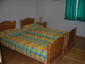 Lumbarda, Bedroom in the room, air condition available and WiFi.