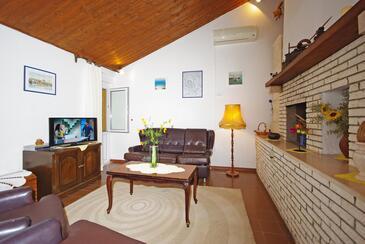 Pisak, Obývacia izba v ubytovacej jednotke house, dostupna klima i WIFI.