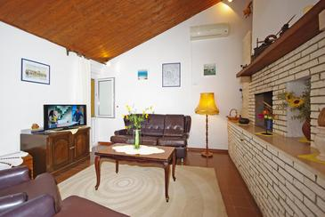 Pisak, Living room in the house, air condition available and WiFi.