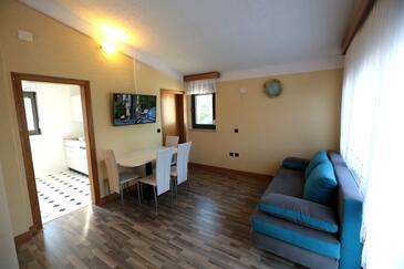 Pirovac, Jedáleň v ubytovacej jednotke apartment, dostupna klima, dopusteni kucni ljubimci i WIFI.