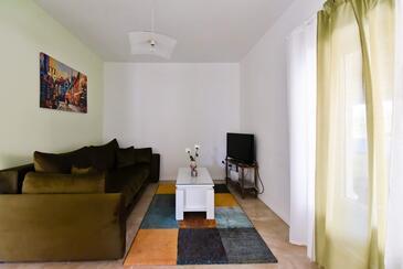Ražanac, Obývací pokoj v ubytování typu house, domácí mazlíčci povoleni a WiFi.