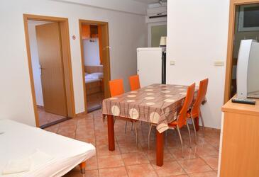 Gradac, Sufragerie în unitate de cazare tip apartment, WiFi.