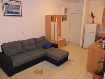 Rogoznica, Гостиная в размещении типа apartment, доступный кондиционер и Домашние животные допускаются.