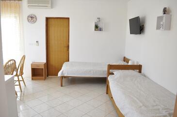Vir, Гостиная в размещении типа apartment, Домашние животные допускаются и WiFi.