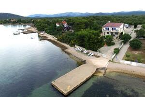 Családi apartmanok a tenger mellett Pirovac (Sibenik) - 13692