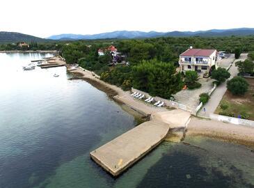 Pirovac, Šibenik, Objekt 13692 - Ubytovanie blízko mora s kamienkovou plážou.