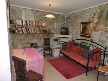 Sutomišćica, Obývací pokoj v ubytování typu apartment, s klimatizací, domácí mazlíčci povoleni a WiFi.