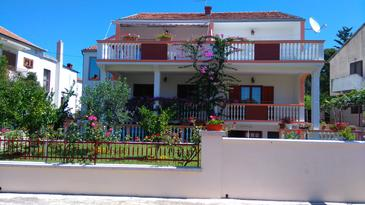 Biograd na Moru, Biograd, Property 13765 - Apartments with pebble beach.