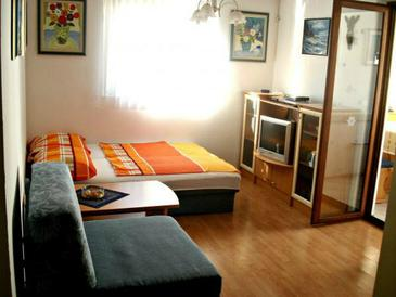 Vodice, Living room in the apartment, air condition available.