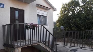 Vinišće, Trogir, Property 13775 - Apartments near sea with pebble beach.
