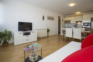 Split, Obývací pokoj v ubytování typu apartment, s klimatizací, domácí mazlíčci povoleni a WiFi.